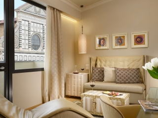 2-Deluxe-Junior-Suite-Living-Room-Detail