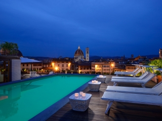 Rooftop-Pool-at-Grand-Hotel-Minerva-by-night_mood